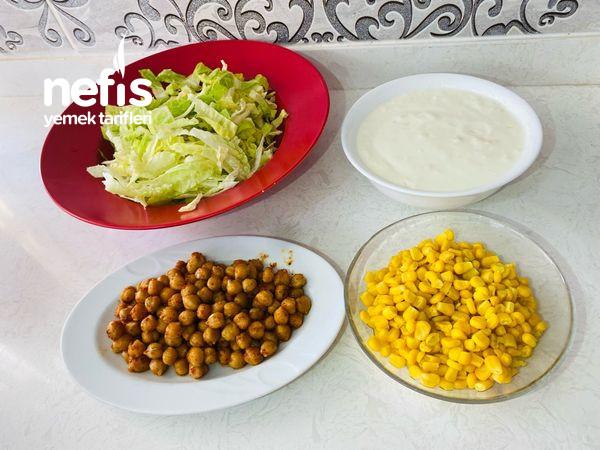 Nohutlu Marul Salatası