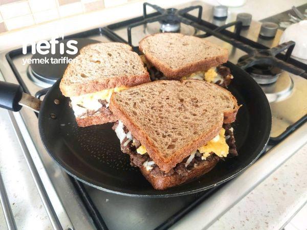 Kavurmalı Sandviç