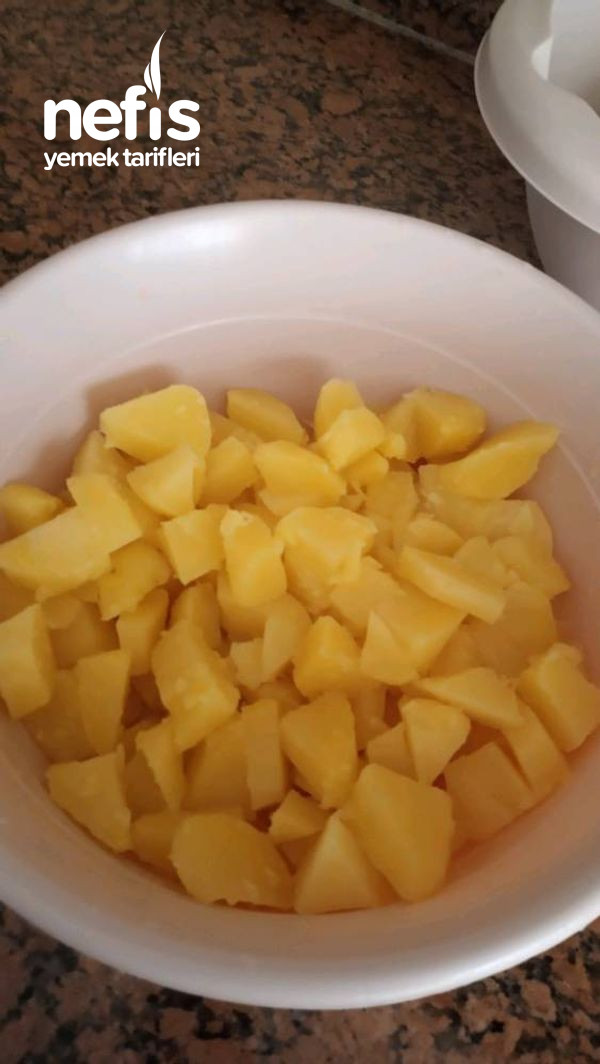 Bol Yeşillikli Patates Salatası