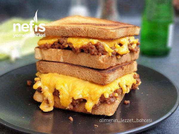 Kıymalı Ve Cheddar Peynirli Nefis Tost (Videolu)