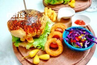 Hamburger (Hamurger Ekmeği+Köftesi+Karamelize Soğanı İle) Tarifi