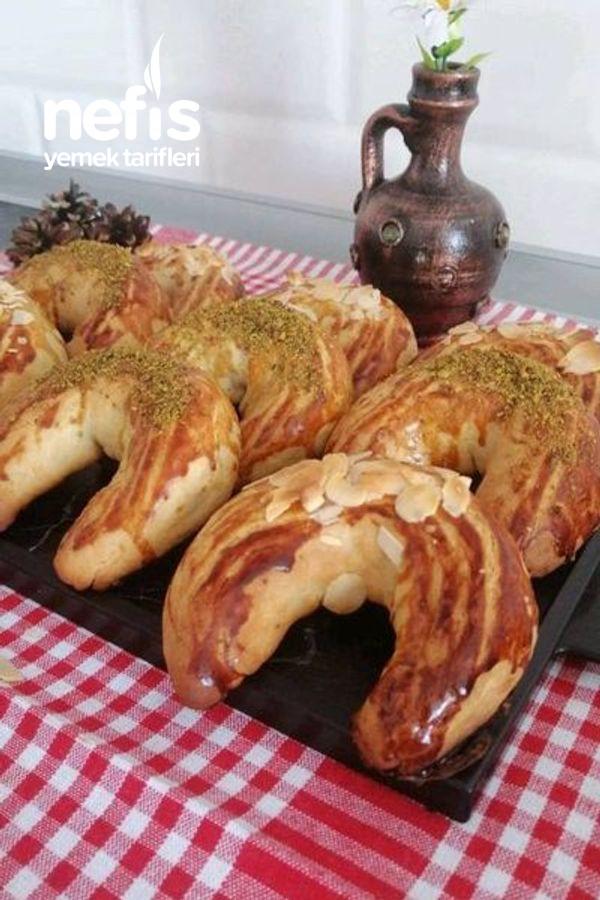 Pastane Usulü Ay Çöreği
