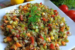 Renkli Sunumu İle İştah Açan Yeşil Mercimek Salatası Tarifi