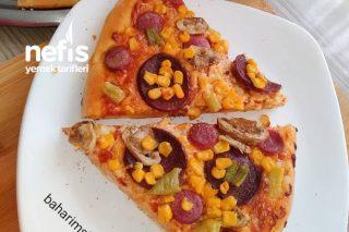Pizza (Şimdiye Kadar Yediğiniz Bildiğiniz Bütün Pizzaları Unuttun) Tarifi