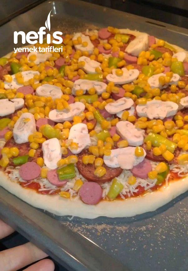 Pizza (Şimdiye Kadar Yediğiniz Bildiğiniz Bütün Pizzaları Unuttun)