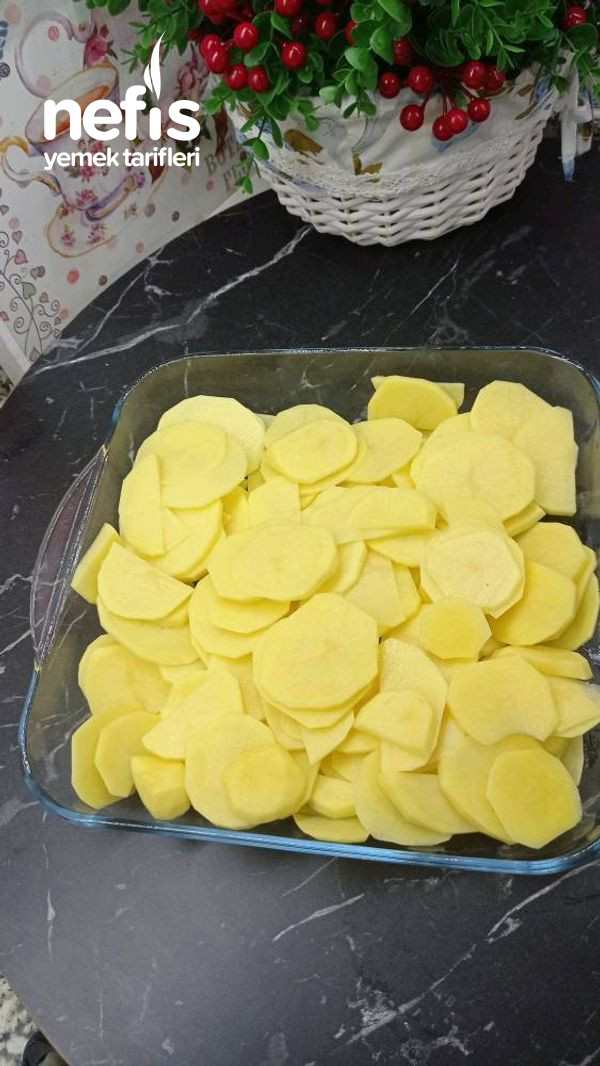 Kolay Soslu Fırın Patates