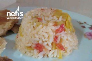Domatesli Ve Biberli Pirinç Pilavı Tarifi