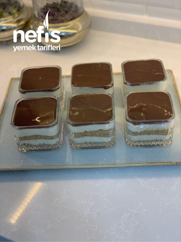 Çikolata Soslu Muhallebili Kup Tatlı