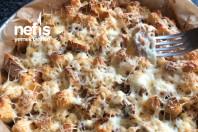 Kahvaltida bayat ekmek böregi